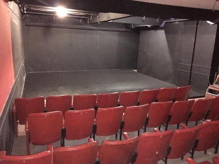 teatro interior 1 chica